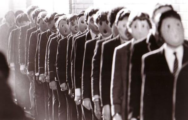 Порок человека - тяга к дурной индивидуальности. Спасения - стремление к другому человеку, к человечеству