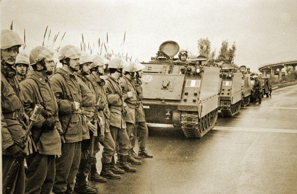 Последний подъём восстания пришёлся на конец января — начало февраля 1971-го: демонстрации, забастовки, массовые драки. И тогда в город нак