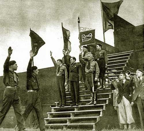 У итальянского фашизма Дегрель заимствовал идею сильной личности, вождя, а также антилиберальные, антимасонские, антикапиталистические, антипарламентские и антибольшевистские лозунги и аргументы