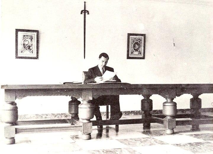 В октябре 1935 года Дегрель развязал на страницах «рексистской» печати кампанию против ведущих католических политиков Бельгии. Дегрель обвинял бельгийский политический истэблишмент в кумовстве, коррупции, связях с франкмасонством
