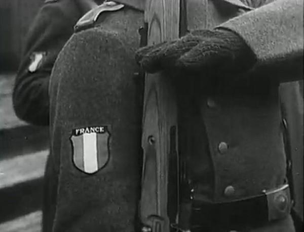 Легионеры носили на рукаве трёхцветный герб, отмеченный словом «Франция», но при этом… принимали присягу в верности Гитлеру. Для многих добровольцев, бывших воинов 1914 года – это был шок, для других, убеждённых фашистов, — всего лишь деталь...