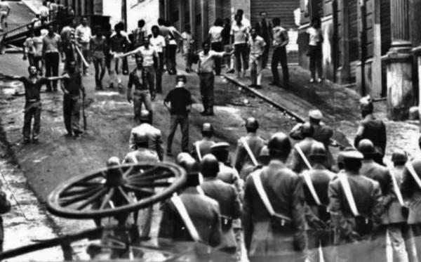 За две недели контроль над Реджо-ди-Калабрией фактически перешёл в руки восставших. Вдумаемся: 1970 год, крупная западноевропейская страна — областной центр вышел из повиновения правительству и управляется городским бунтом…