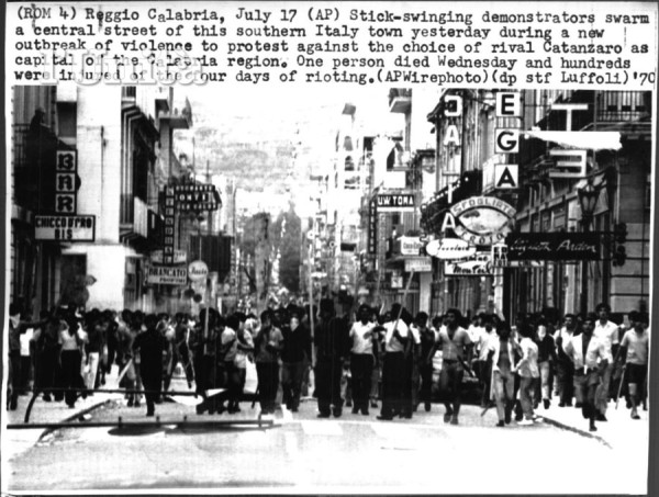 17 сентября власти решились арестовать Чиччо Франко. Его соратники ответили массированными атаками на полицейские участки и оружейные магазины. Город покрылся баррикадами. Это стали высшей точкой сопротивления