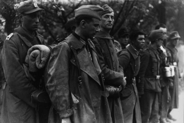 "Бойцы дивизии ""Шарлемань"", пленённые американцами"