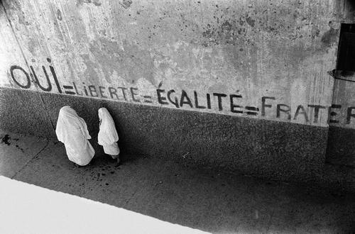 Алжир и другие французские колонии Северной Африки не добились бы независимости, если бы во Франции за их освобождение не боролась «пятая антиколониальная колонна» — французские левые активисты и даже французские кинематографисты