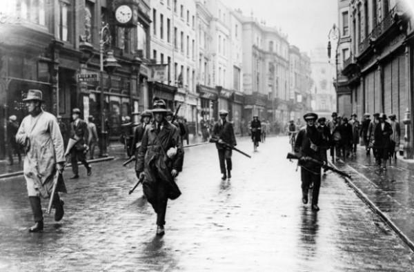 Бойцы Ирландской республиканской армии в центре Дублина, 1922 год