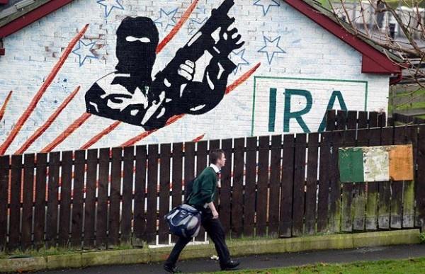 В Северной Ирландии в настоящее время продолжают существовать протестантские и католические милитаризированные организации, в том числе большинство течений ИРА