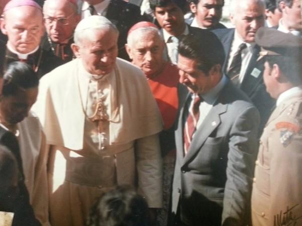 Пятидесятник Риос Монтт нагло подал руку для пожатия Иоанну Павлу II — вместо того, чтобы преклонить перед ним голову