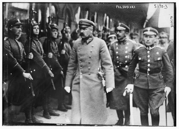 Май 1926 года - Юзеф Пилсудский вернулся. Да, военный переворот. Да, абсолютно незаконный. Да, стрельба и кровь. Вождизм в чистом виде