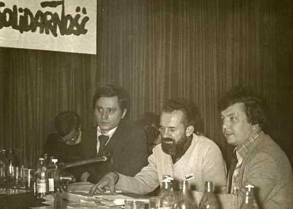 11 сентября, на металлургическом комбинате в Домброве-Гурниче было завизировано последнее, четвёртое соглашение. Его подписали министр сталелитейной промышленности Францишек Каим и председатель забасткома металлургов Збигнев Куписевич (на фото - крайний слева0