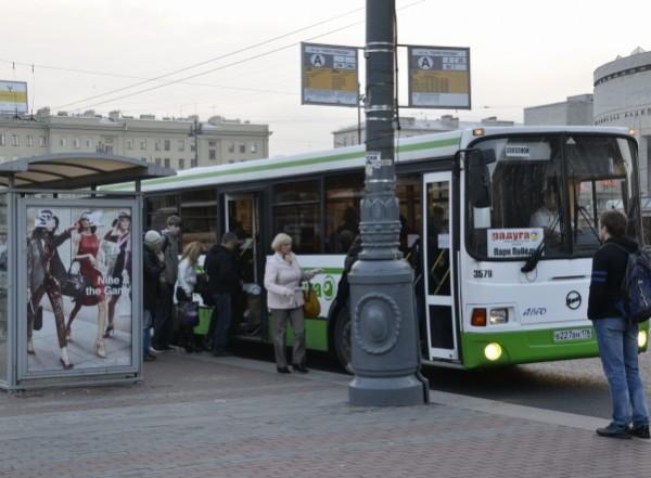 1 января 2016 года жителей Петербурга ждёт очередной новогодний подарок — повышение цен на проезд в общественном транспорте — и не рубль-два, а на 25 процентов