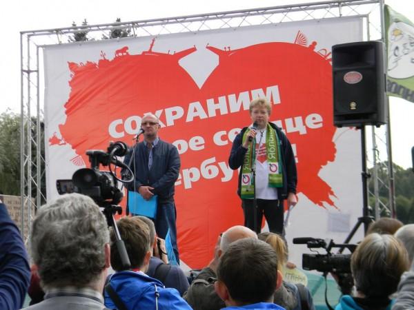 Ведущие митинга Максим Резник (слева) и Николай Рыбаков