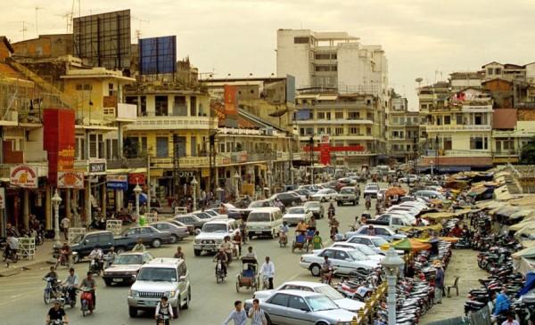 Сегодня Пномпень, что называется, восстал из пепла. Это крупнейший экономический, торговый и промышленный центр Камбоджи