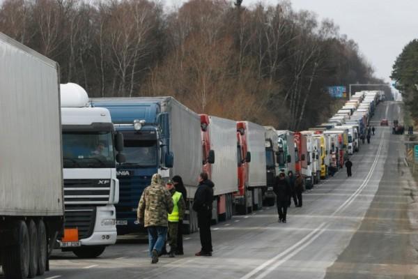 Ожидается, что с 15 ноября 2015 года водители грузовых машин, чей вес превышает 12 тонн, будут платить по 3,73 рубля за один километр / Фото: РИА Новости / Wojciech Pacewicz