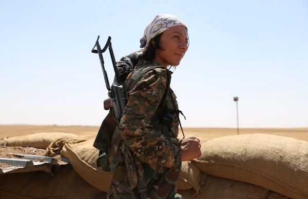 Курды наделили женщин властью. Может быть, это было плодом Оджалана, а, может, из-за потерь мужчин в боях требовались новые командиры / AFP PHOTO / DELIL SOULEIMANDELIL SOULEIMAN/AFP/Getty Images