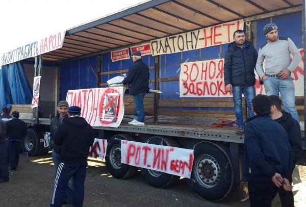 Протест дальнобойщиков — протест с общефедеральной повесткой. Они не выдвигают лозунгов смены власти, но и отвергают путинские подачки