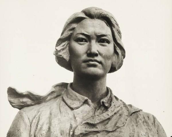 В Гуанчжоу поставлен памятник Чжан Чжусинь, погибшей от рук взбесившихся маоистов