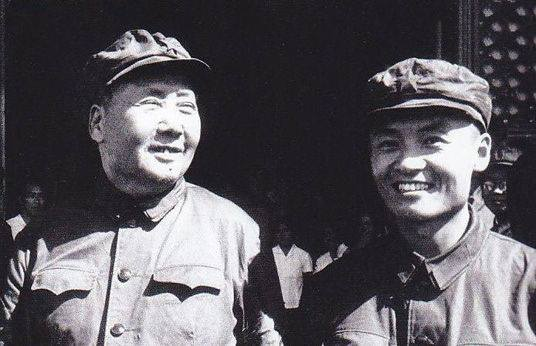 Мао Юаньсинь (справа) был племянником самого Председателя и воспитывался в его доме. Когда арестовали Чжан Чжисинь, её 28-летний почти тёзка рулил хунвэйбинами в Ляонинском ревкоме