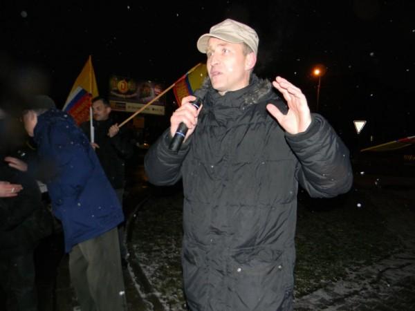 В 2011-м по спискам «Справедливой России» Алексей Этманов прошёл в Законодательное собрание Ленинградской области / На фото: Этманов выступает на митинге перед избирателями Гатчины 2 декабря 2011 года