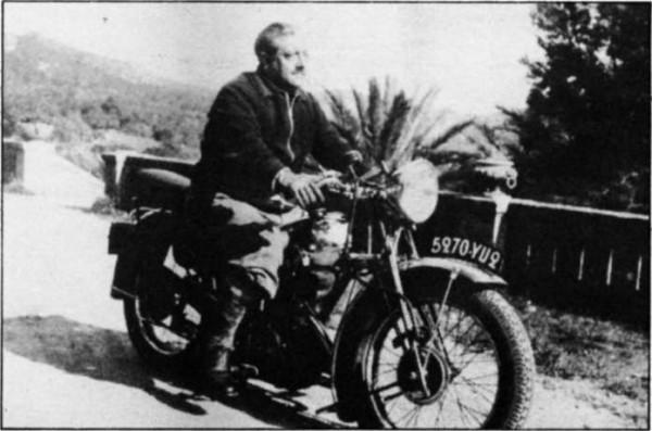 Жорж Бернанос (фр. Georges Bernanos; 20 февраля 1888, Париж - 5 июля 1948, Нёйи-сюр-Сен) - французский писатель, участник Первой мировой войны