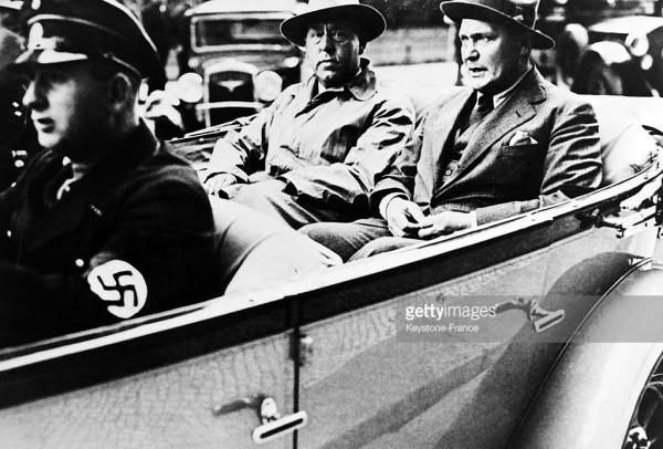 Гитлер поручил Грегору Штрассеру создание парторганизаций на Севере и Западе Германии, наделив полной свободой действий / На фото: Грегор Штрассер и Герман Геринг