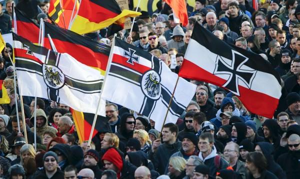 В Кёльне прошла демонстрация движения PEGIDA («Патриотические европейцы против исламизации Запада») / REUTERS/Wolfgang Rattay