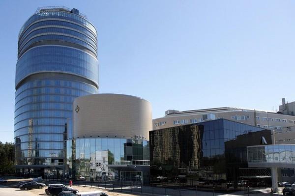 Корпус центра Алмазова вообще стал новой 26-метровой доминантой микрорайона