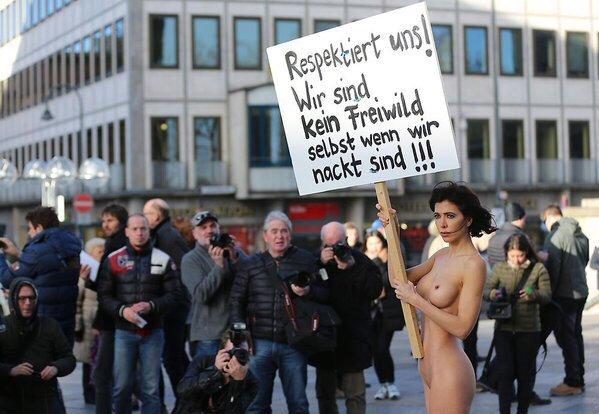 8 января швейцарская художница Мило Муаре в голом виде устроила в центре Кёльна одиночный пикет в знак протеста против сексуального насилия