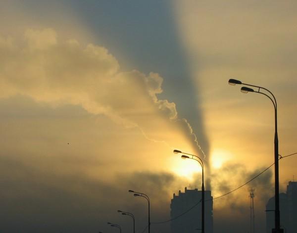 Дым и вонь на Челябинск надвигаются со стороны городской свалки и особенно заметны при южном ветре