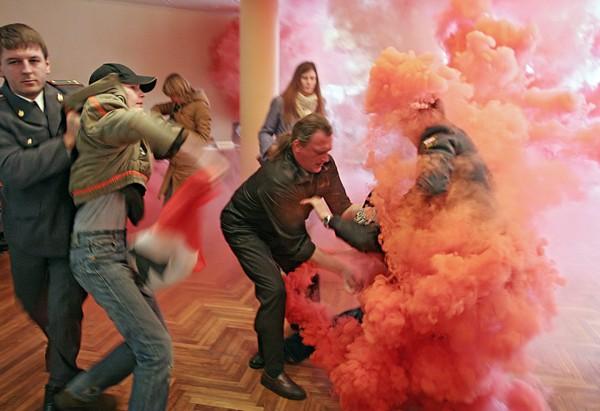 Нападение НБП на избирательный участок 11 марта 2007 года. Фото: Марина Лыстцева