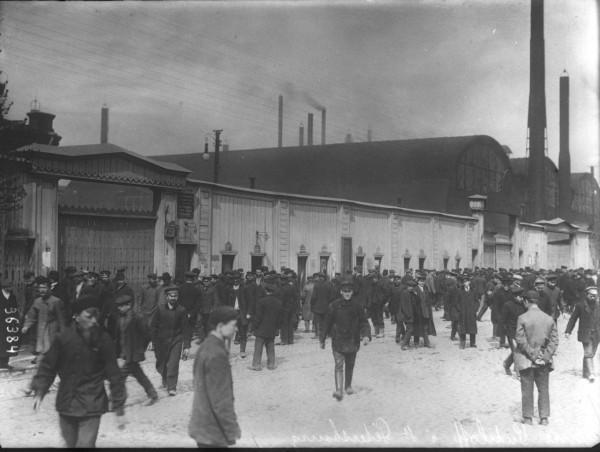 3 июля 1914 года на Путиловском заводе рабочие турбинной, башенной и ряда других мастерских, приостановив работу на два часа раньше обычного, собрались на митинг во дворе завода. Выступавшие ораторы призывали к материальной и моральной поддержке бакинцев