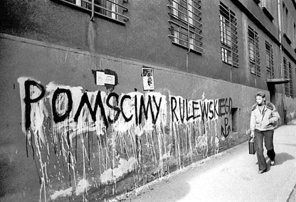20 марта стены быдгощских домов покрылись надписями «Отомстим за Рулевского!»