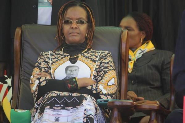Жена Мугабе, Грейс,на сорок лет моложе мужа