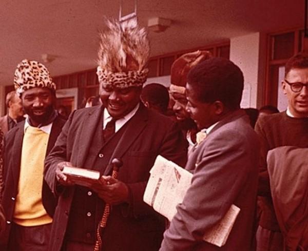Единство зимбабвийских революционеров продержалось недолго / Морис Ньягумбо, Джошуа Нкомо, Джеймс Чикерема и Роберт Мугабе в 1961 году