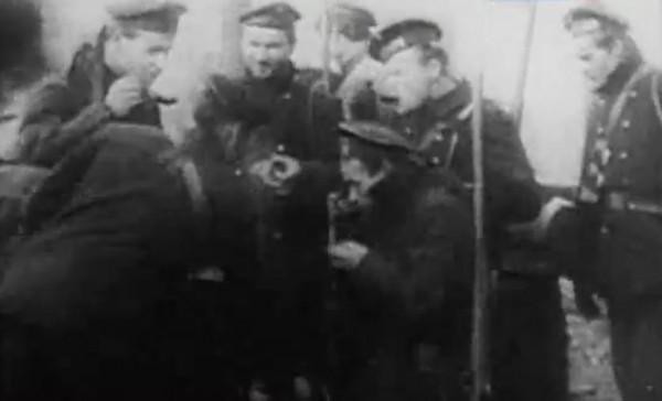 Особо активно против диктатуры большевиков выступали экипажи линкоров «Севастополь» и «Петропавловск»