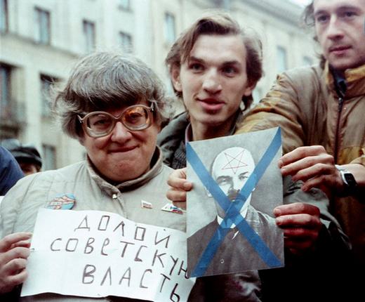 Есть особый тип «ватников» — «ватники» шиворот-навыворот. По форме они — яростные либералы, обличители тоталитаризма и всего советского. Но по сути они — самые что ни на есть «совки»