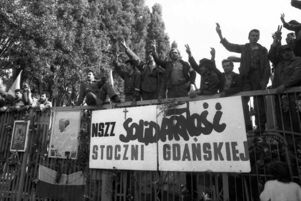 Штаб забастовки расположился в Гданьске. На той самой судоверфи имени Ленина, где родилась «Солидарность». Вошли в него 11 человек, представляющие разные течения профсоюза