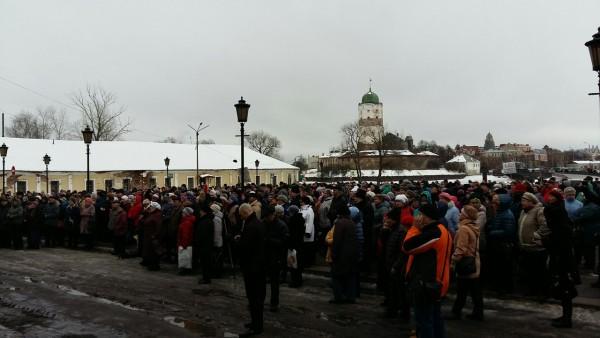 В Выборге Ленинградской области свыше 500 человек вышли на митинг против роста цен на услуги ЖКХ