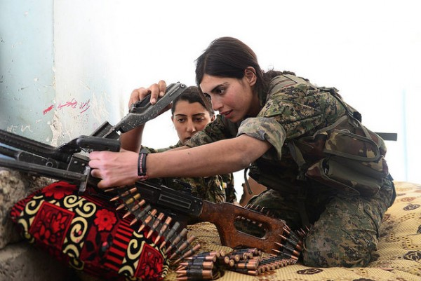 В курдском ополчении важную роль играют женщины