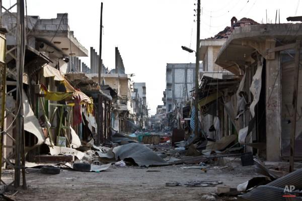 Таким был Кобани в ноябре 2014 года после боёв курдского ополчения с джихадистами / AP Photo/Jake Simkin