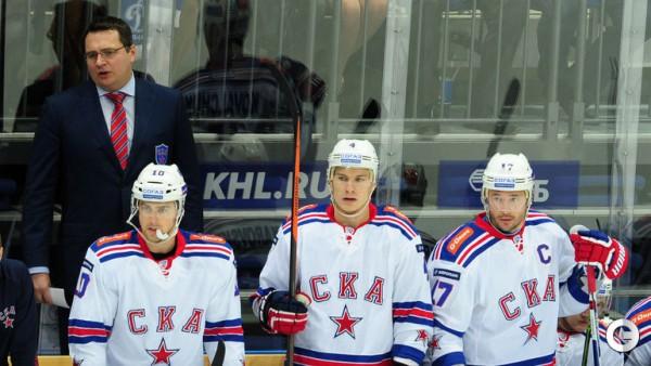 Мост между главным тренером и костяком хоккейного коллектива должен наладить капитан. В СКА это — Илья Ковальчук (крайний справа)
