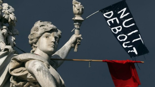 """31 марта в Париже родилось движение """"Nuit debout"""" - «Ночь на ногах» или «Ночное стояние». Его участники разбили лагерь на площади Республики, где по традиции проходят все крупные митинги и манифестации"""