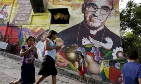 Ромеро любил бедных и умел сострадать. Он не занимался политикой, но стал публичным человеком, потому что его ранило страдание народа, и он хотел помочь ему