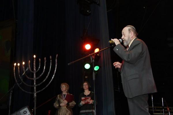 входил в правление Большой Хоральной Синагоги, был членом Совета ВААДа (ассоциации еврейских общин и организаций) , состоял в Президиуме ВААДа России и в правлении Всемирного еврейского конгресса
