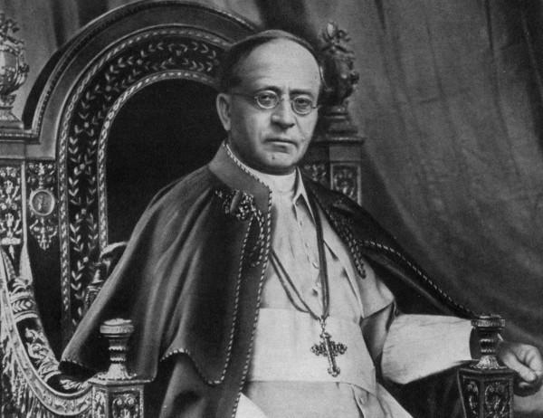 Аброджио Дамиано Акилле Ратти - с 6 февраля 1922 года по 10 февраля 1939 года Римский Папа Пий XI