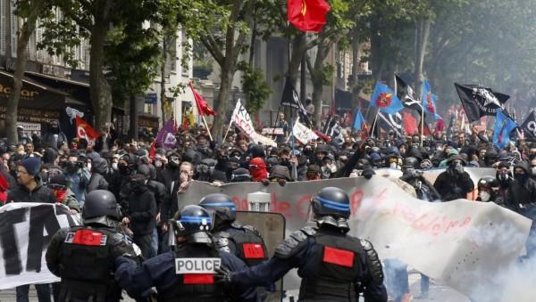 14 июня в Париже 29 полицейских и 11 демонстрантов получили ранения, 58 человек были задержаны