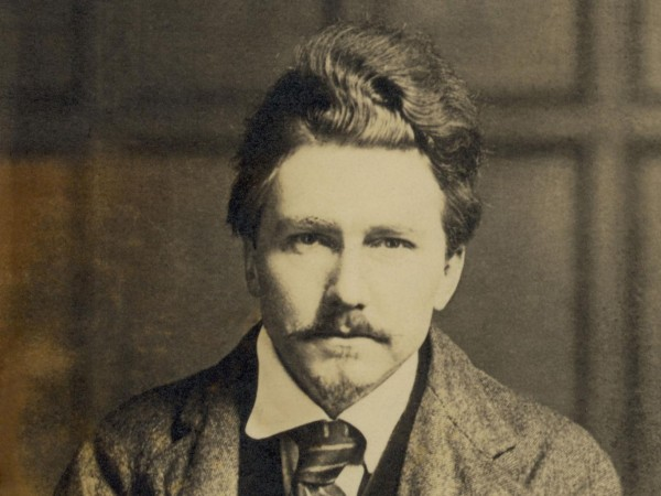 Эзра Паунд кропотливо, подвижнически работал над возрождением самого образа поэта