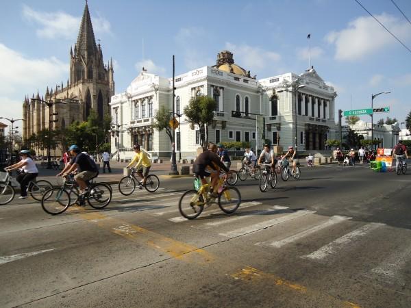 И по численности, и по площади Гвадалахара идёт на почётном втором месте в Мексиканских Соединённых Штатах после супермегаполиса Мехико