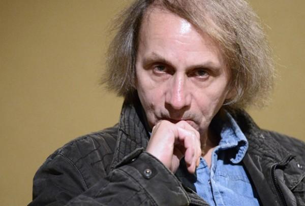 Мишель Уэльбек - французский писатель (род. 26 февраля 1956 года)
