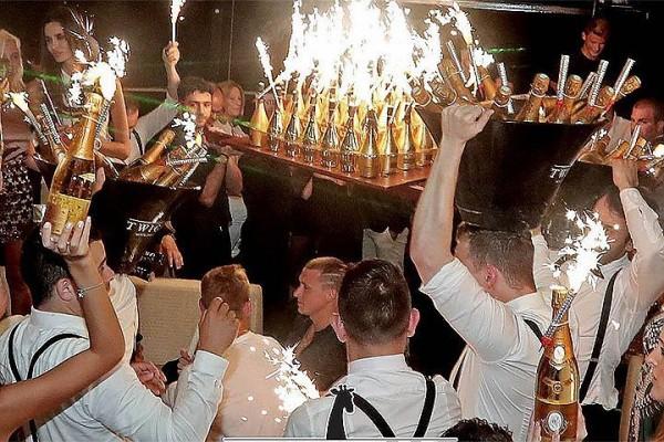 Футболисты, эти бедолаги Кокорин и Мамаев, даже и не подозревали, что может разгореться такой скандал из того, что они в элитном клубе княжества Монако глотнули дорогого шампанского и пыхнули кальяном под звуки гимна государства, которое они представляют на футбольном поле